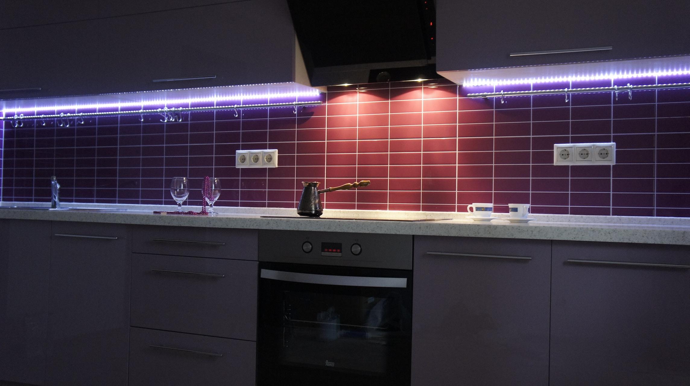Светодиодная подсветка в кухонной вытяжке