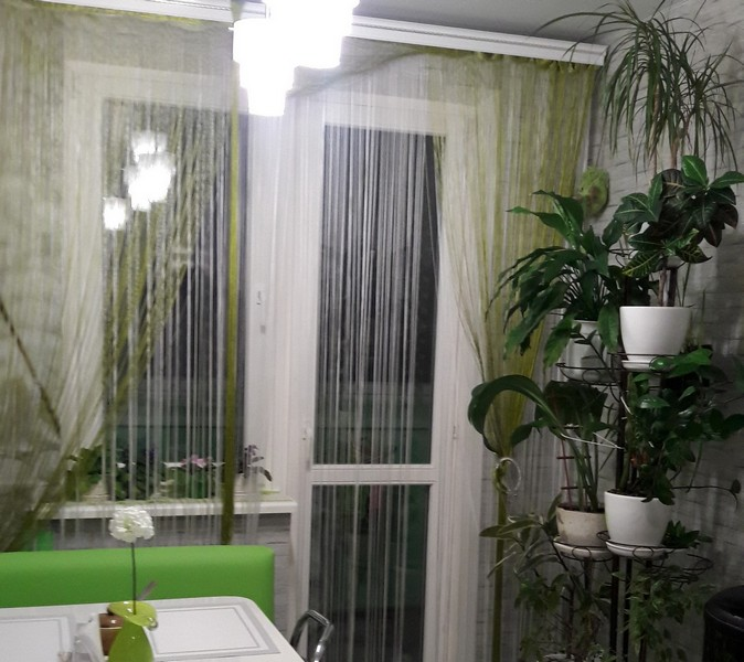 Шторы нити на балконе фото