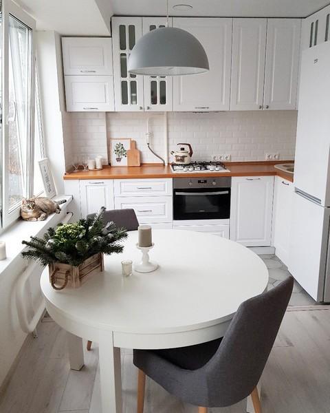белая кухня с деревянной столешницей 32 реальных фото в интерьере