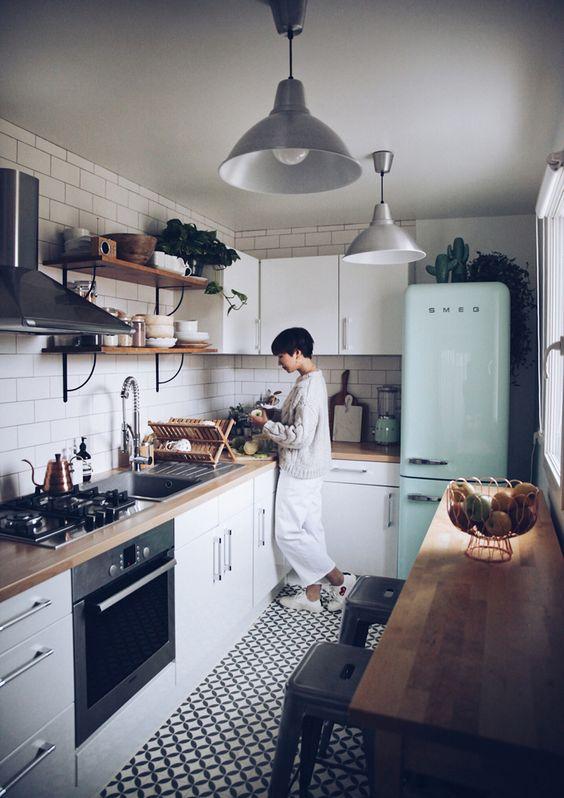 Пристенная БС на узкой кухне