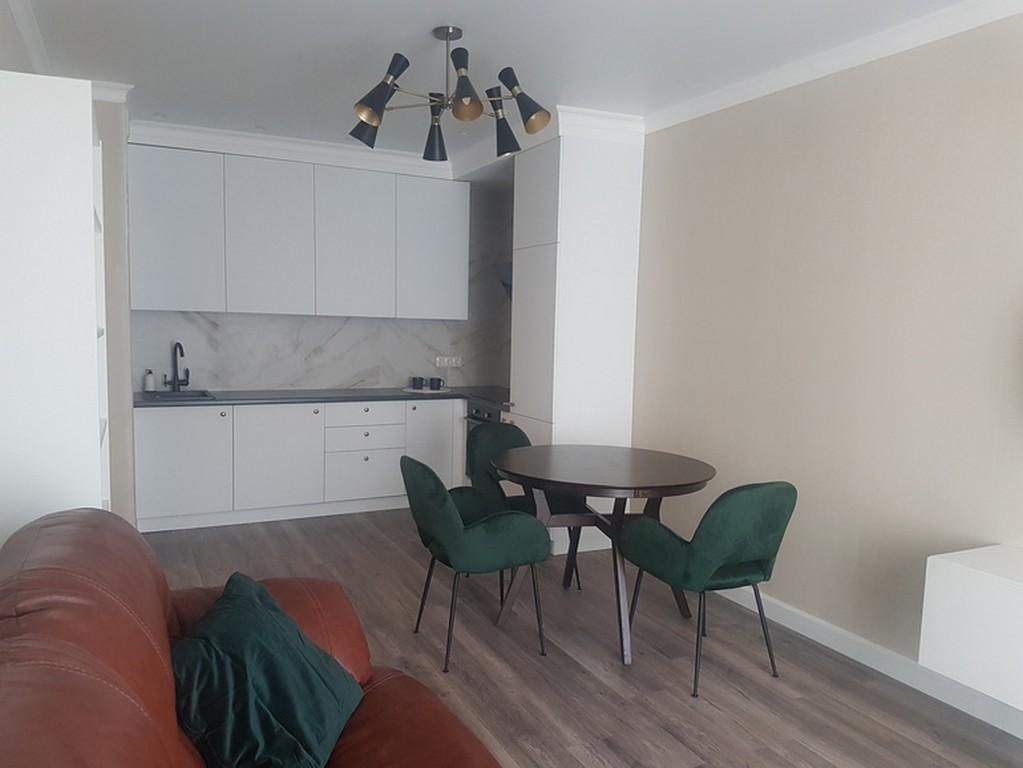 Классический белый крашеный потолок