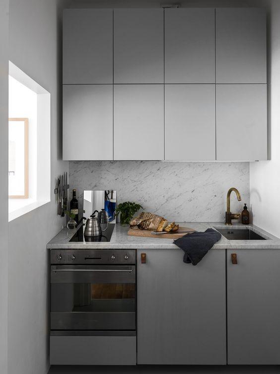 Маленькая серая кухня в стиле минимализм
